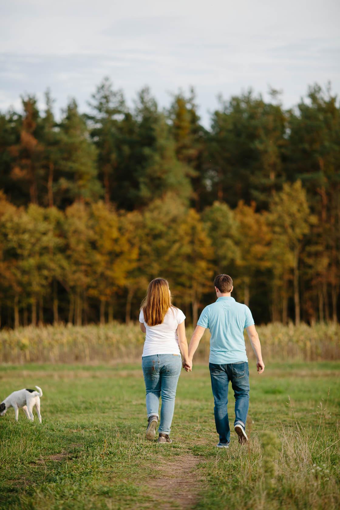 Paarshooting mit Hund in der Natur