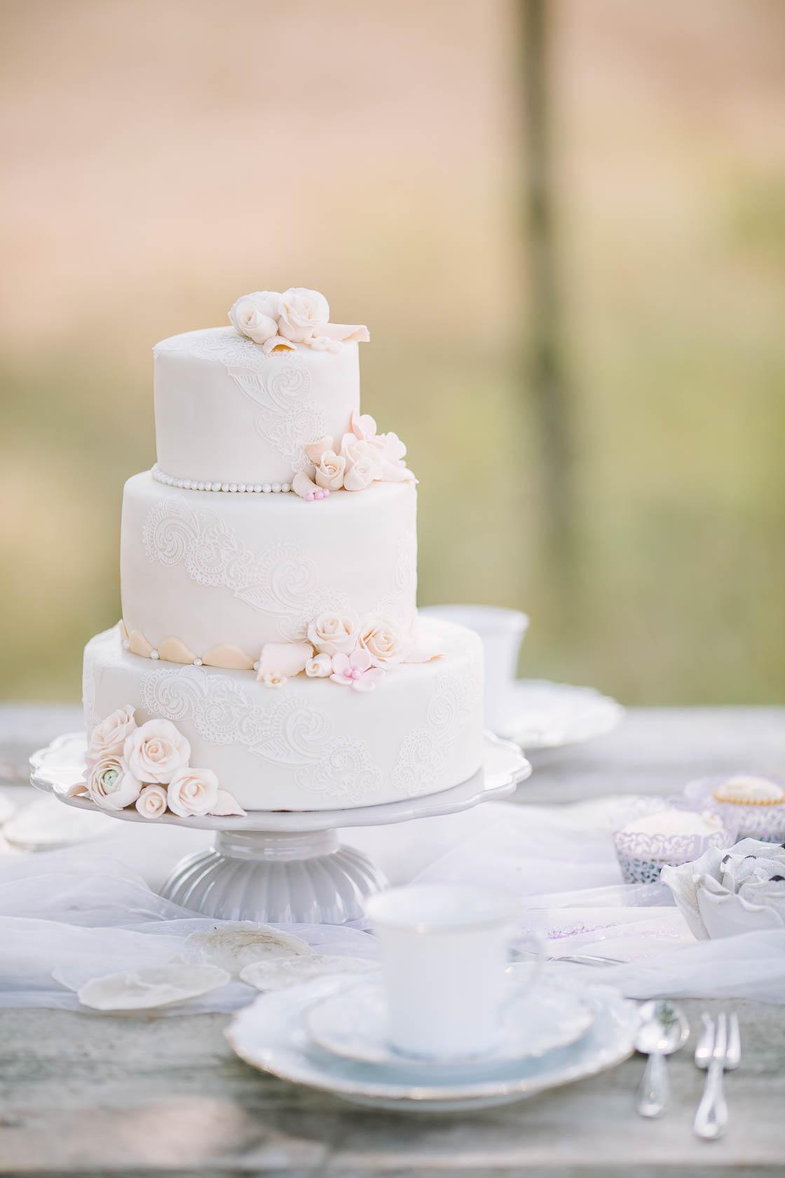 Styled Wedding Shoot Bridal Inspiration DIY und Pastell Traumhafte Hochzeitstorte