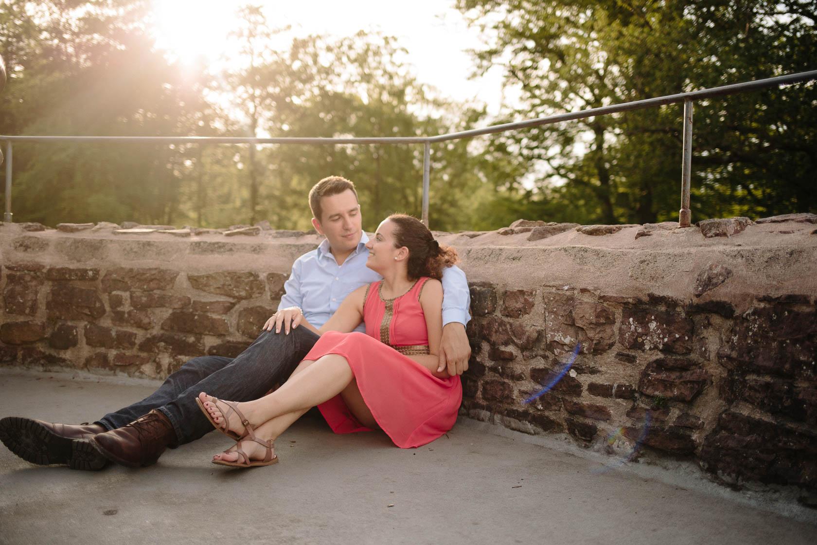 Engagement Fotoshooting von Laura und Viktor in Karlsbad auf dem Turm der Barbara Kapelle