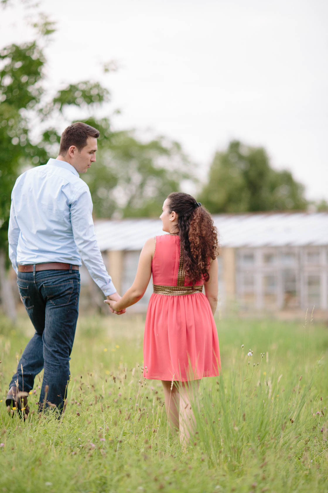 Engagement Fotoshooting von Laura und Viktor in Karlsbad Paarfoto Hand in Hand