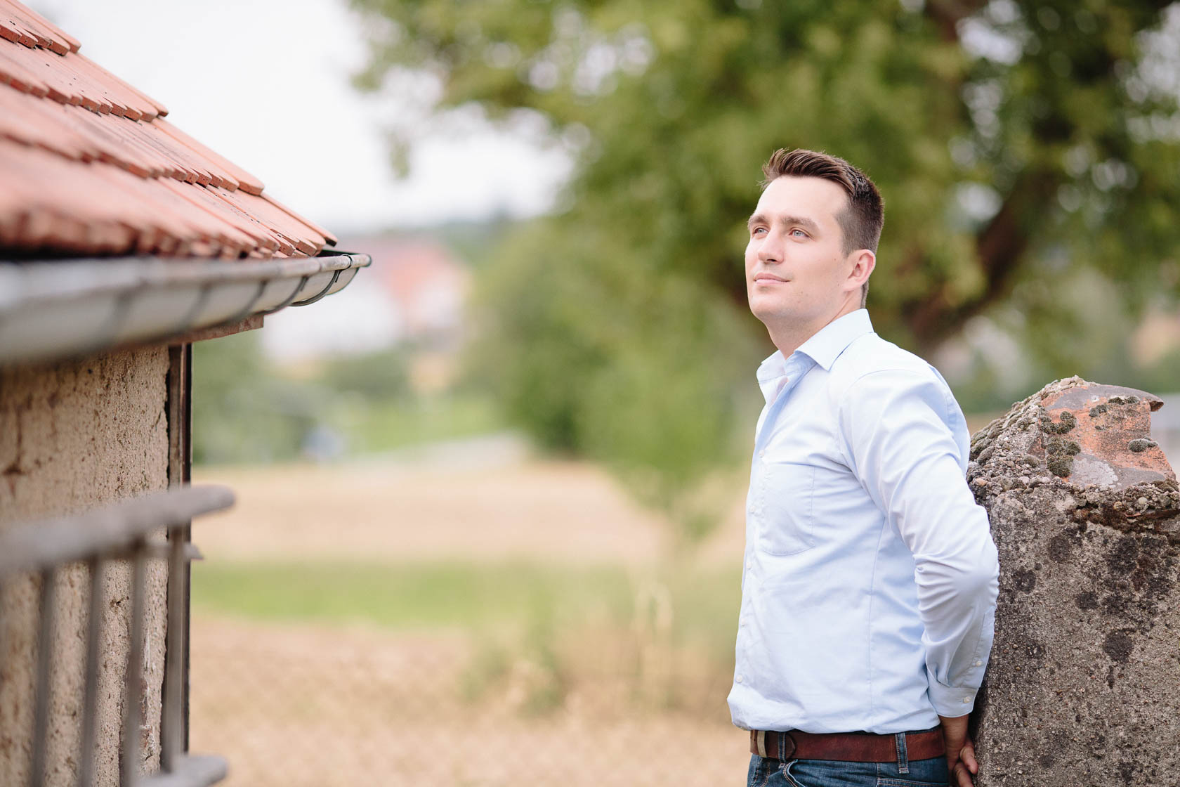 Engagement Fotoshooting von Laura und Viktor in Karlsbad Einzelportrait Mann
