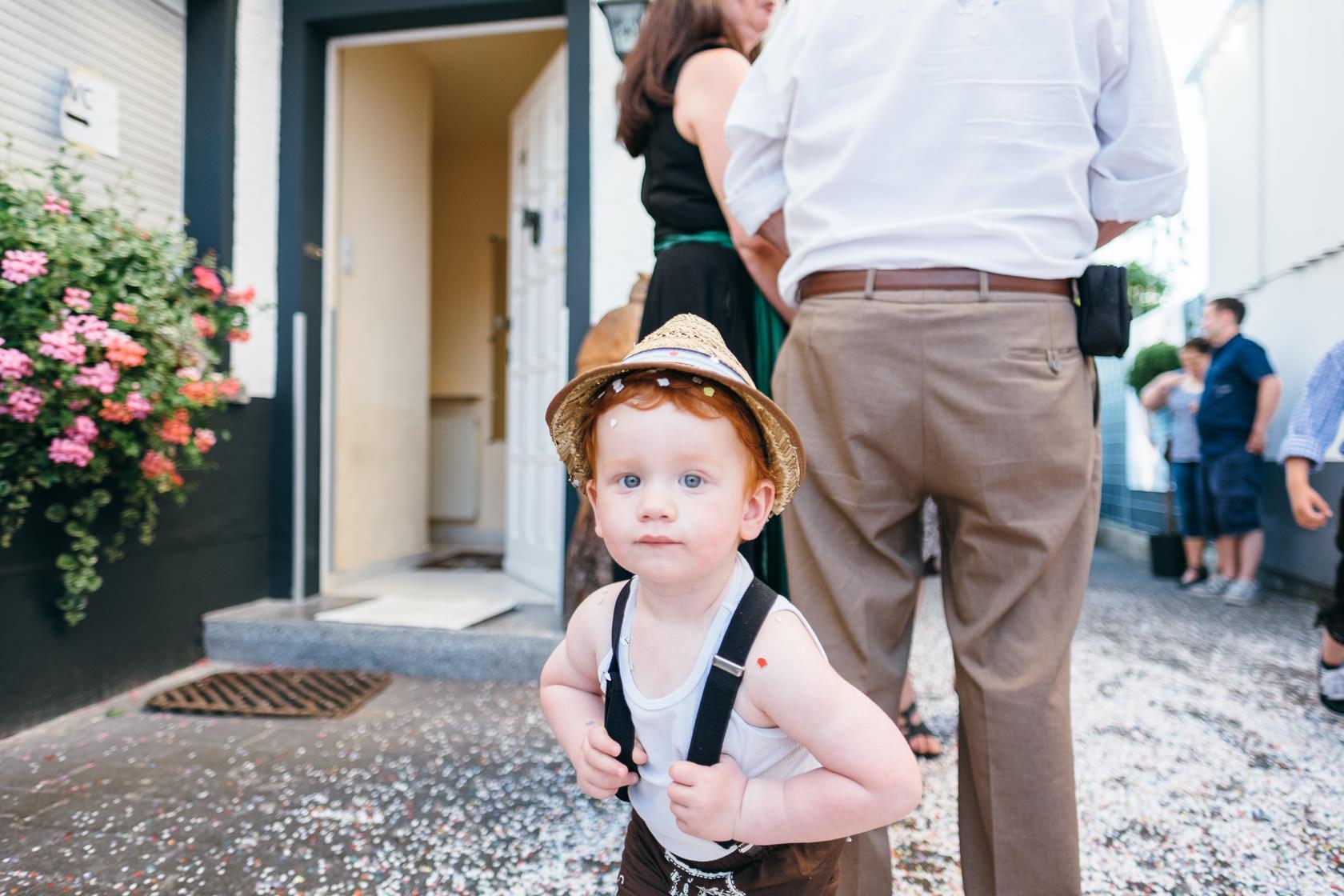 Bayrischer Polterabend in Norheim an der Nahe Alex und Jasmin Konfettikanone Hochzeit Konfetti Spaß Freude