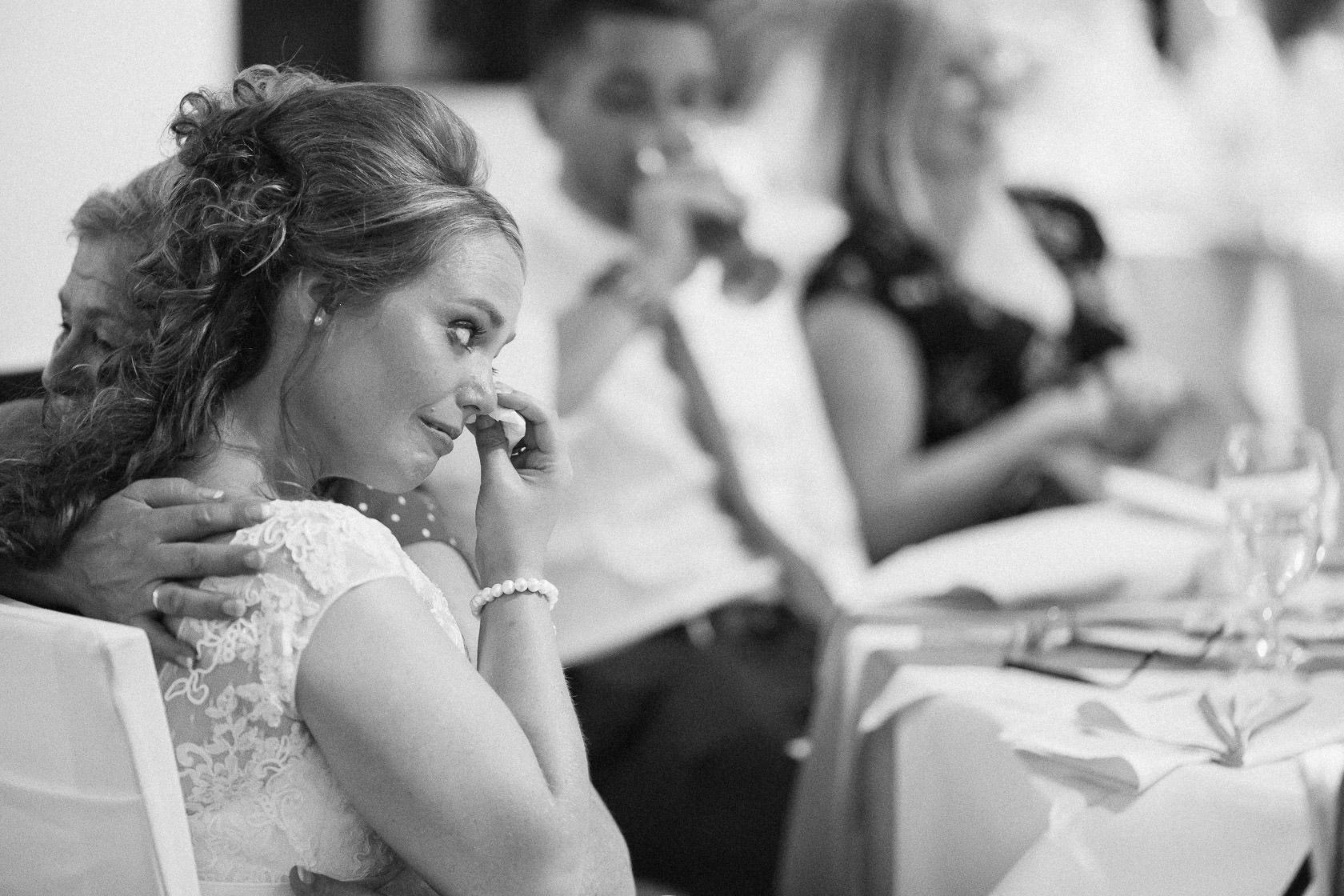 Blauweiße Hochzeit in Bad Kreuznach Feier im Hotel Fürstenhof Stimmung Mood Abendveranstaltung