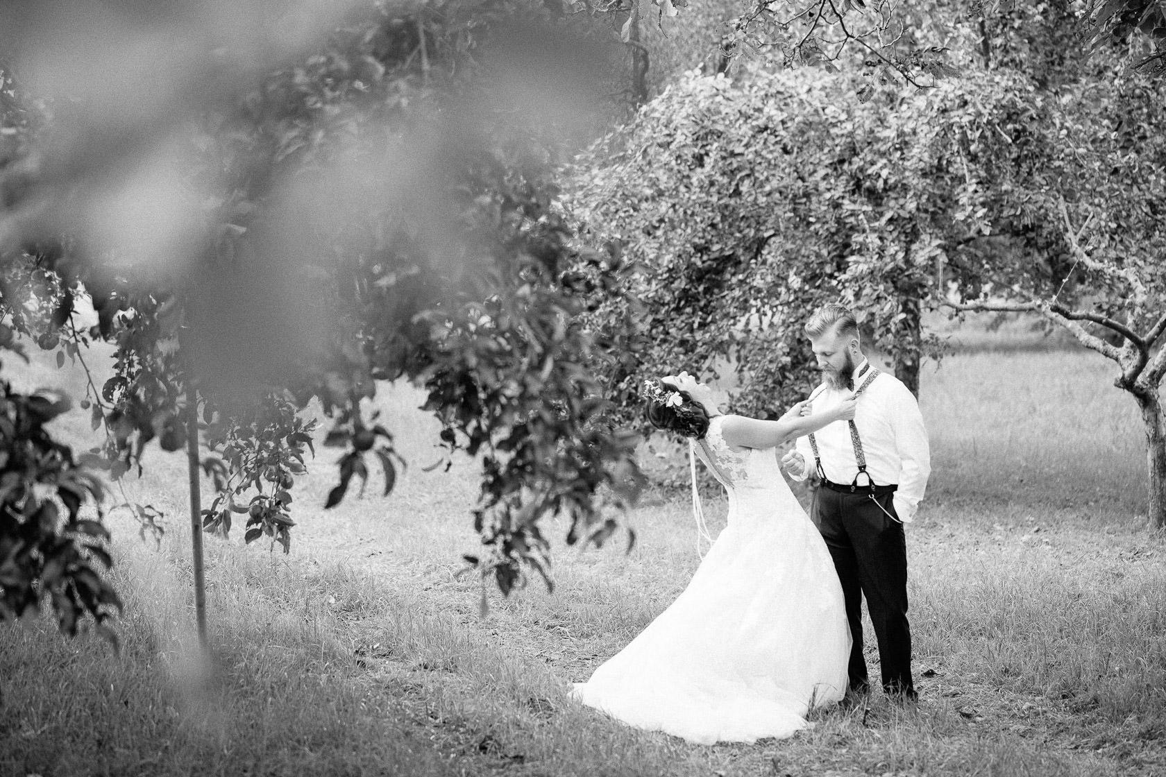 Boho Hochzeit in Waghaeusel Paarshooting Outdoor Wiese Sonnenuntergang