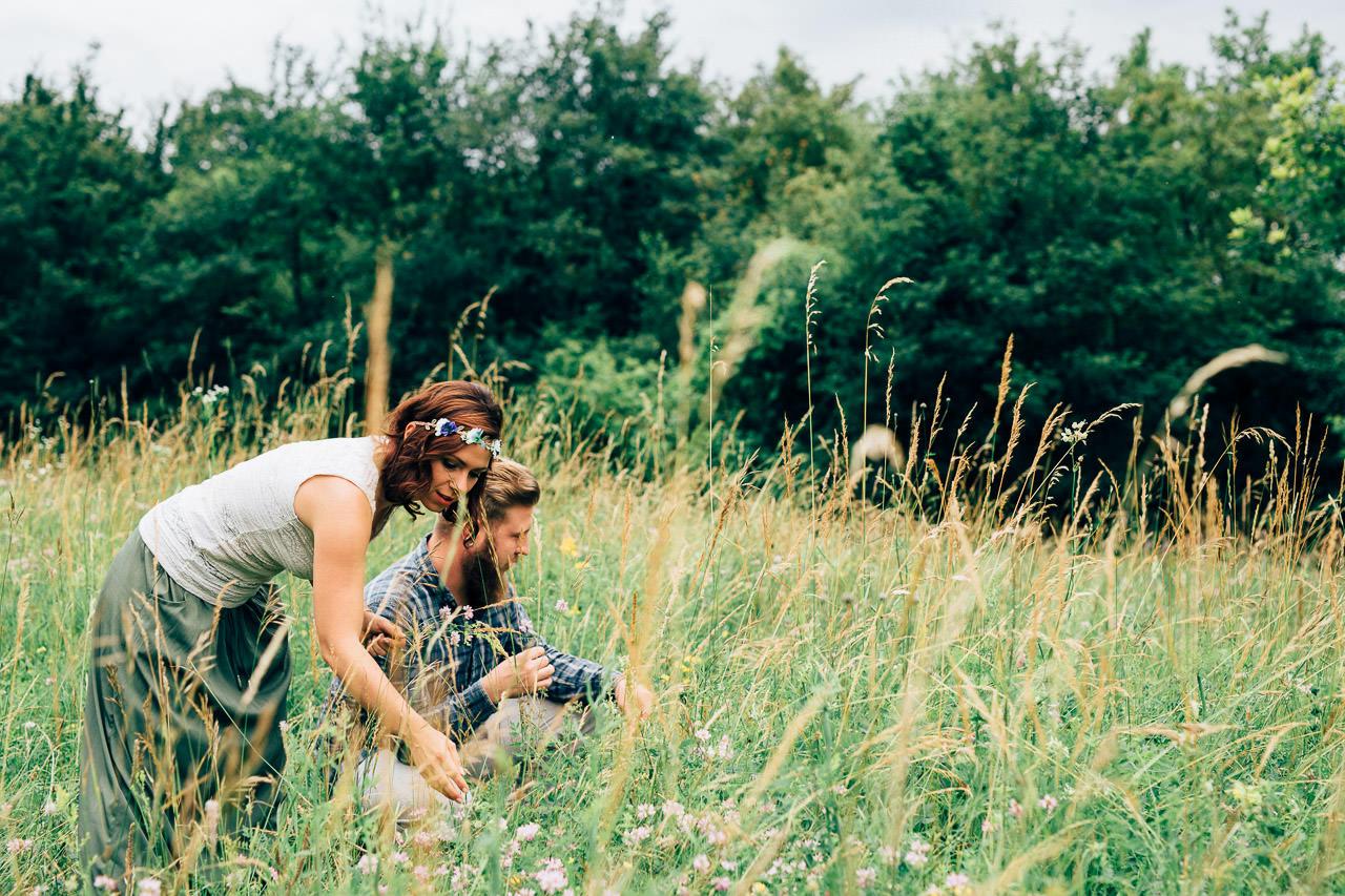 Engagement Shoot Michaelsberg bei Bruchsal Boho Style Blumenwiese Sommerwiese Natur
