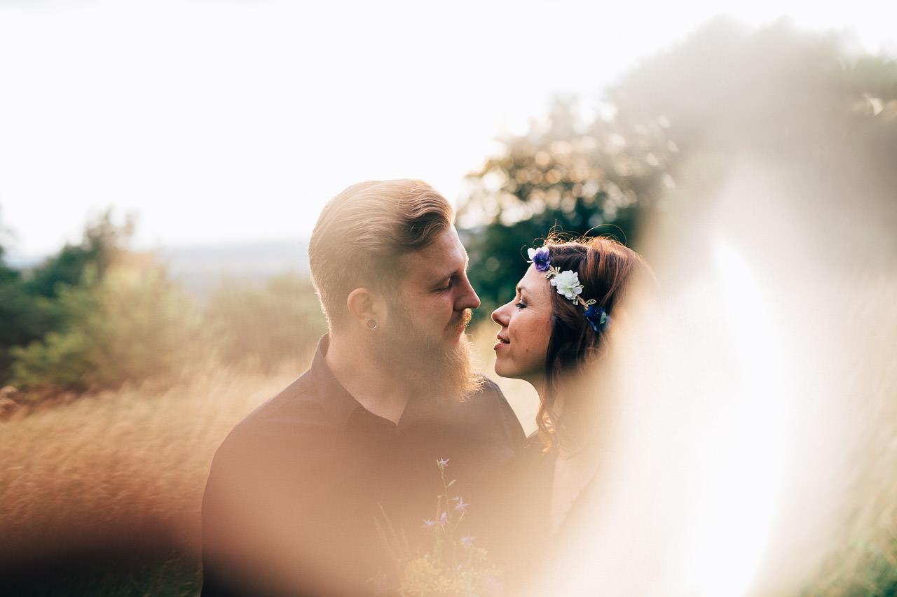 Engagement Shoot Michaelsberg bei Bruchsal Boho Style Sonnenuntergang Flare