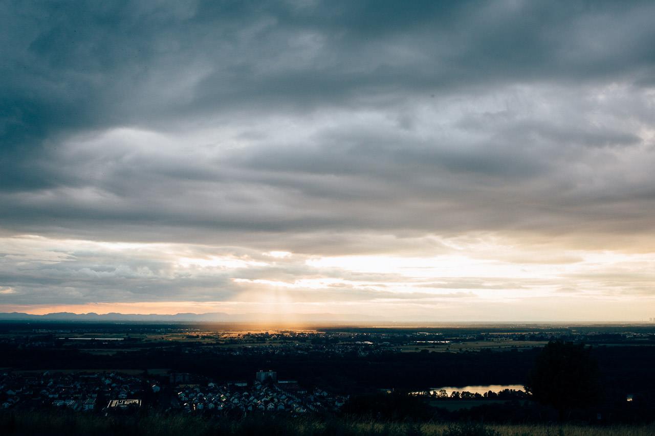 Engagement Shoot Michaelsberg bei Bruchsal Boho Style Blick vom Michaelsberg beim Sonnenuntergang