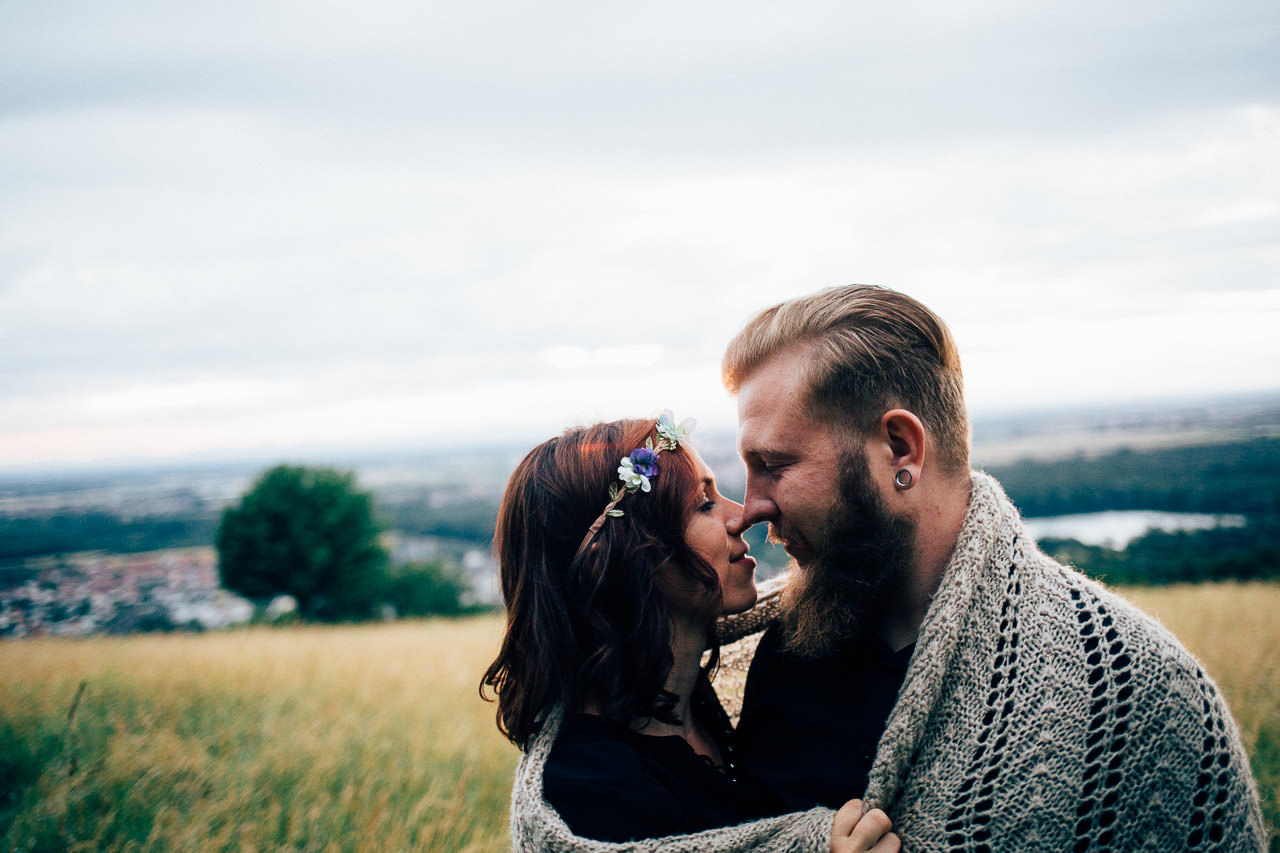 Engagement Shoot Michaelsberg bei Bruchsal Boho Style Sonnenuntergang Romantische Paarfotos