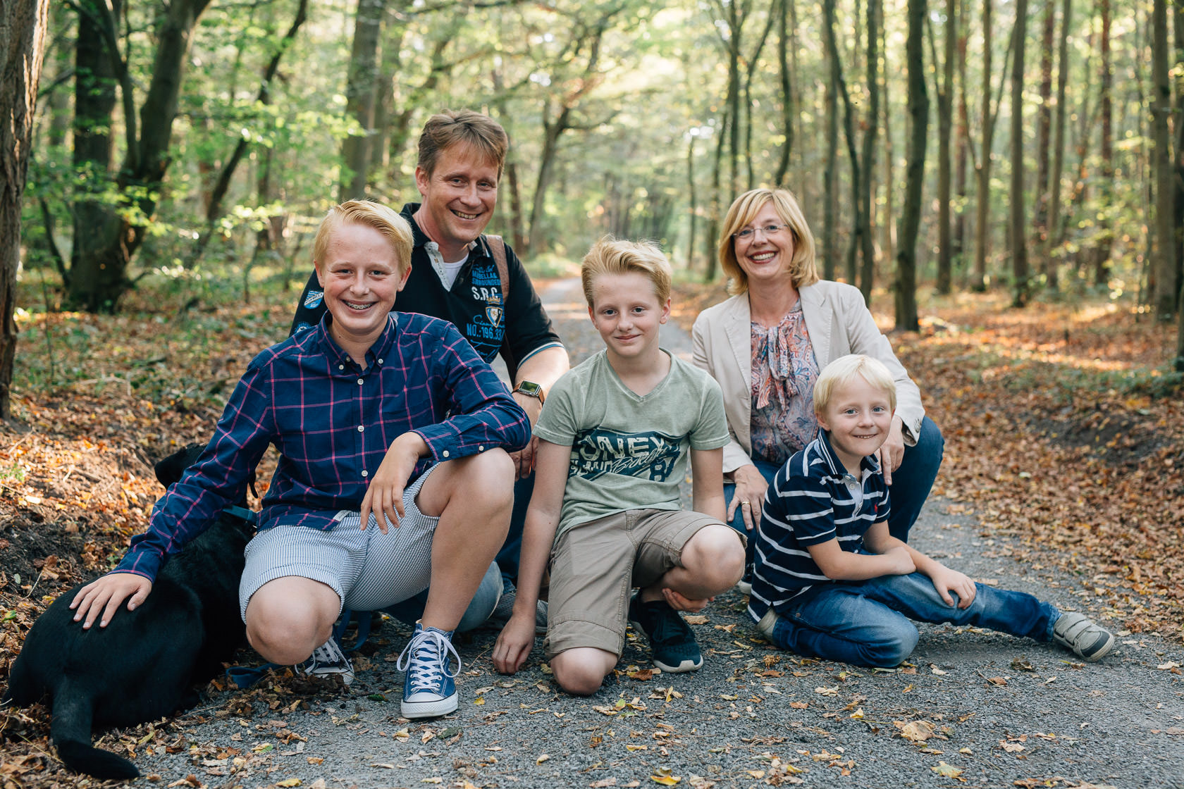 Familienfotos im Herbst in Waghäusel Familie Anders Familie mit Hund Familienfoto mit Hund