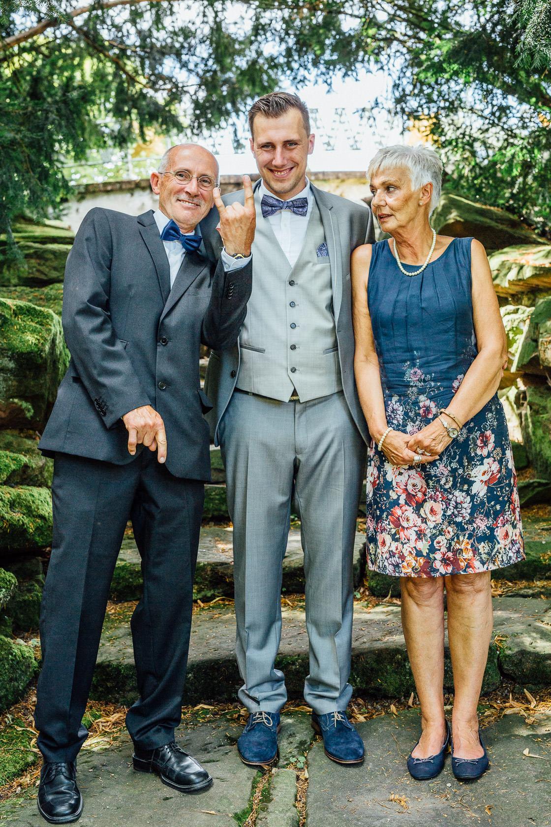 Freie Trauung Jenny und Mathias im Schloss Schwetzingen Gruppenfoto mit Eltern