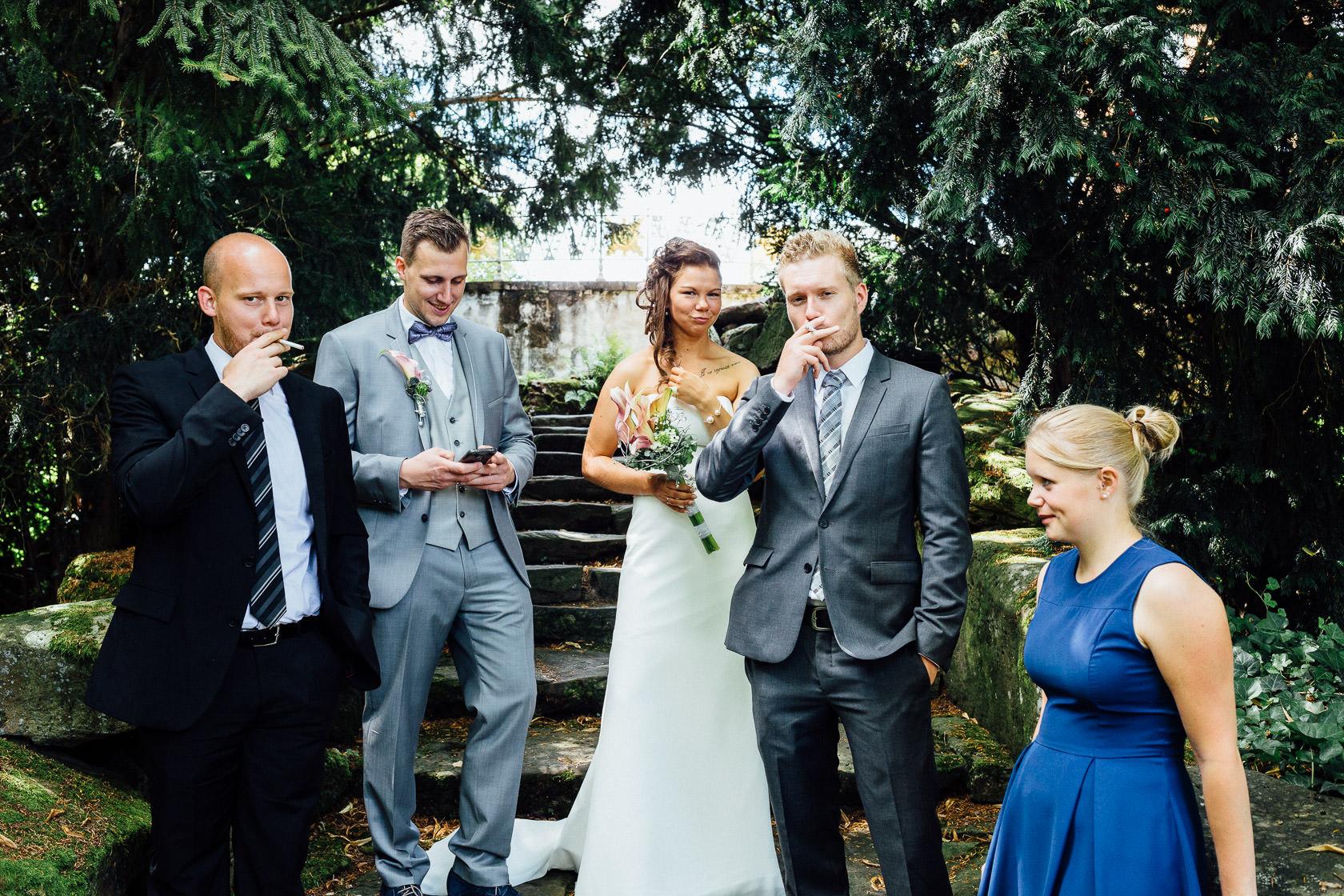 Freie Trauung Jenny und Mathias im Schloss Schwetzingen Ausgefallenes Gruppenfoto bei Hochzeit