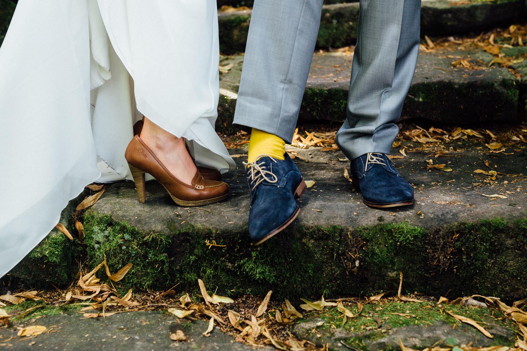 Freie Trauung Jenny und Mathias im Schloss Schwetzingen Brautpaarfotos Paarfotos Paarportraits Schlossgarten Schwetzingen Brautstrauss Details Kreative Hochzeitsfotos