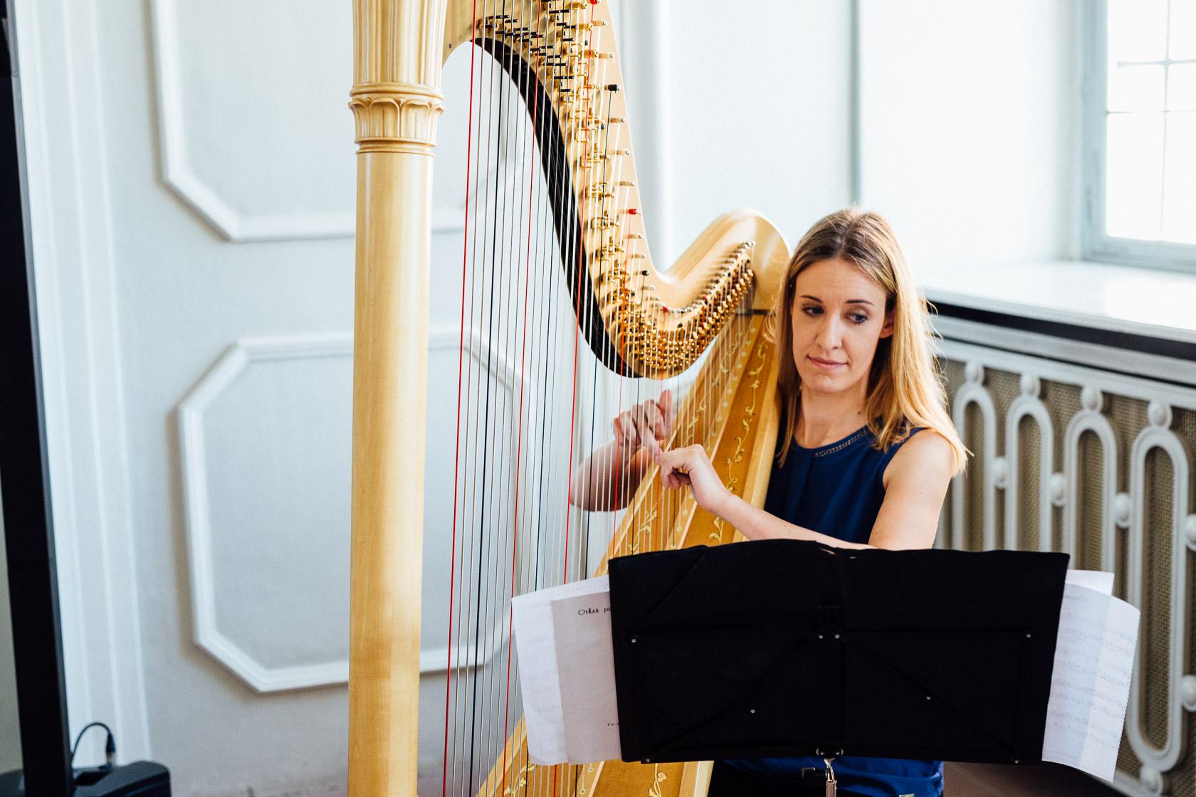 Freie Trauung Jenny und Mathias im Schloss Schwetzingen Harfenspiel bei Trauung Harfinistin Johanna Keune