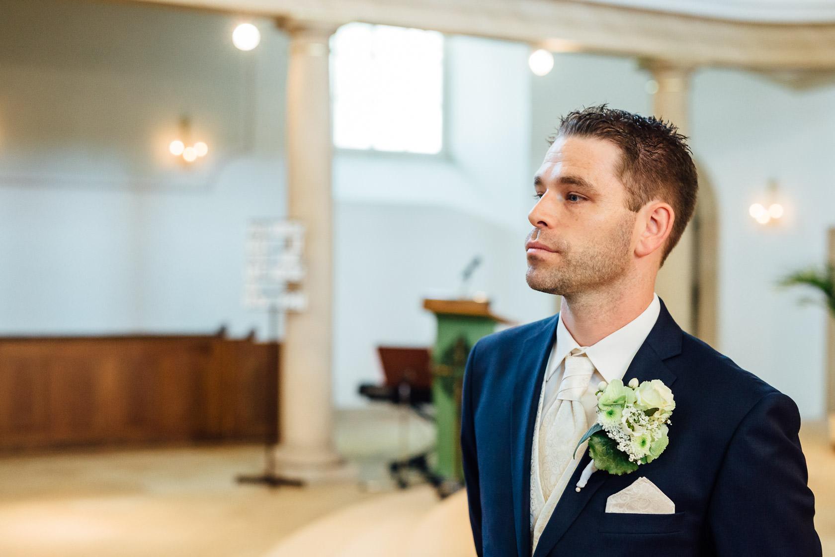 Hochzeit Carmen und Dirk in Bad Kreuznach Trauung in der Pauluskirche Warten auf die Braut