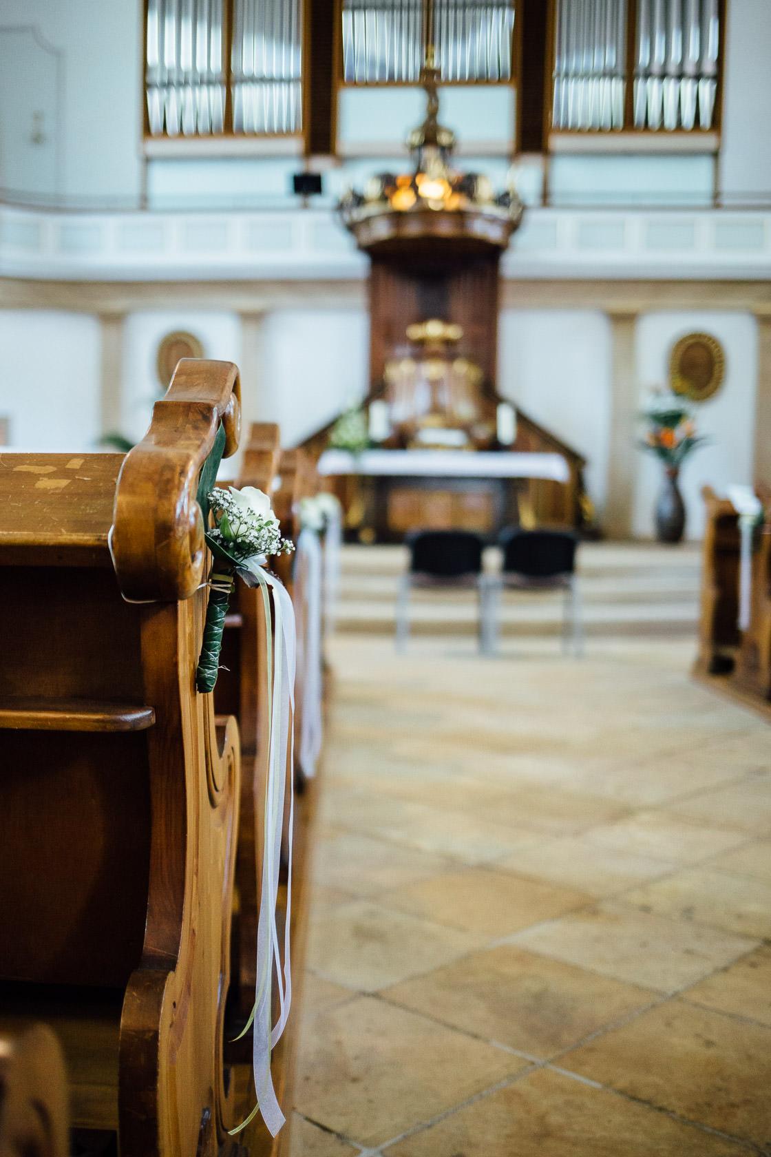 Hochzeit Carmen und Dirk in Bad Kreuznach Trauung in der Pauluskirche Kirchendekoration