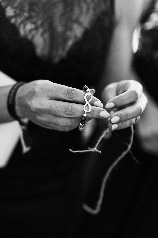 Hochzeitsfotograf Kraichgau Weingut Heitlinger Xenia und Florian Getting Ready Vorbereitungen Hochzeit mit Kind Evangelische Hochzeit