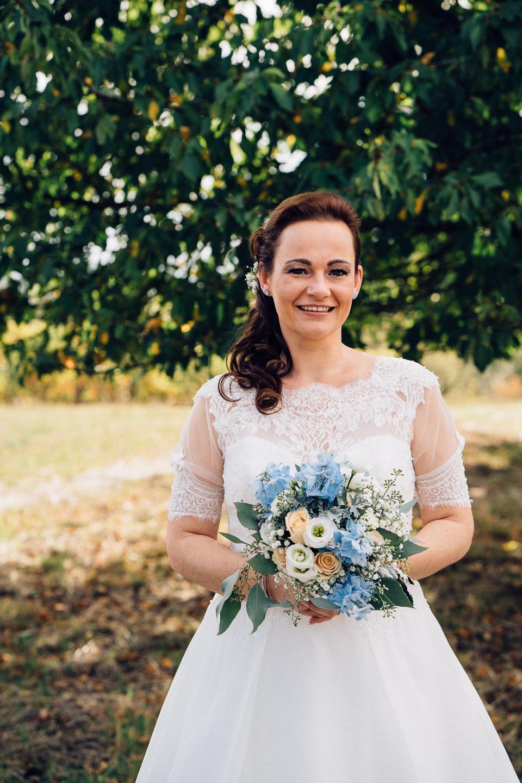 Hochzeitsfotograf Kraichgau Weingut Heitlinger Xenia und Florian Brautpaarfotos Brautportrait Weinberge Vineyard Vineyard Bridal Portraits Emotional Kraichtal