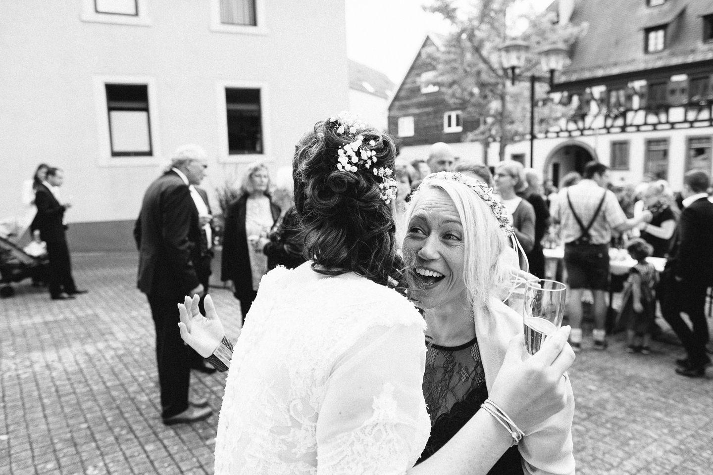 Hochzeitsfotograf Kraichgau Weingut Heitlinger Xenia und Florian Kirchliche Trauung und Taufe Hochzeit als Familie