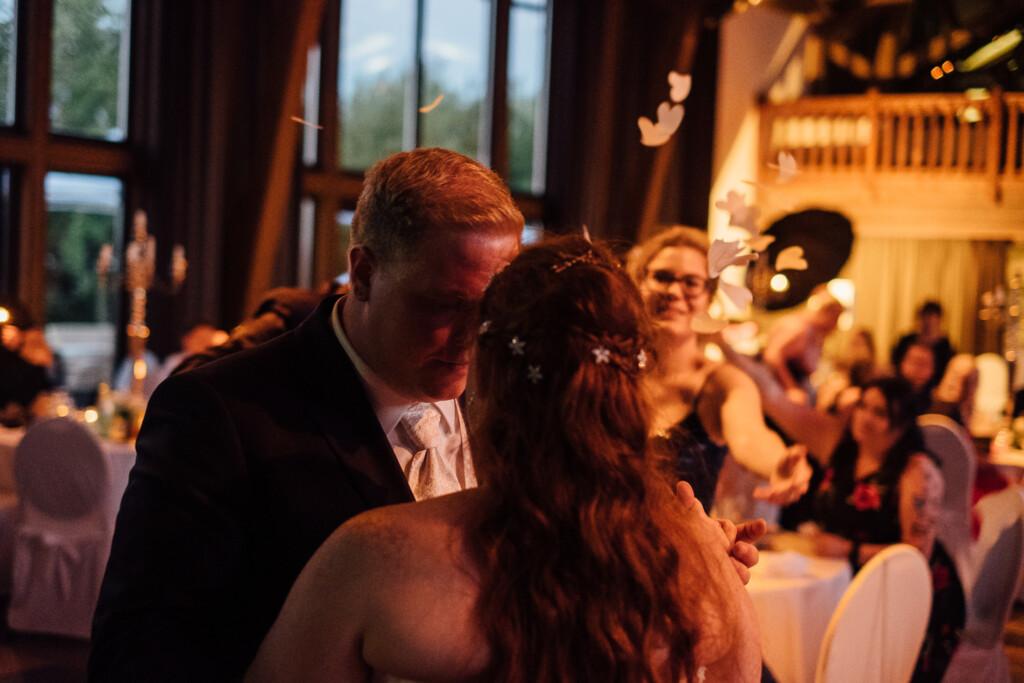 Hochzeitsfotograf Mainz Laubenheimer Höhe und Bingen Rochuskapelle Hochzeitsfotograf Mainz Laubenheimer Hoehe Kerstin Marcel Hochzeitsfotografie Bingen Rochuskappelle 100