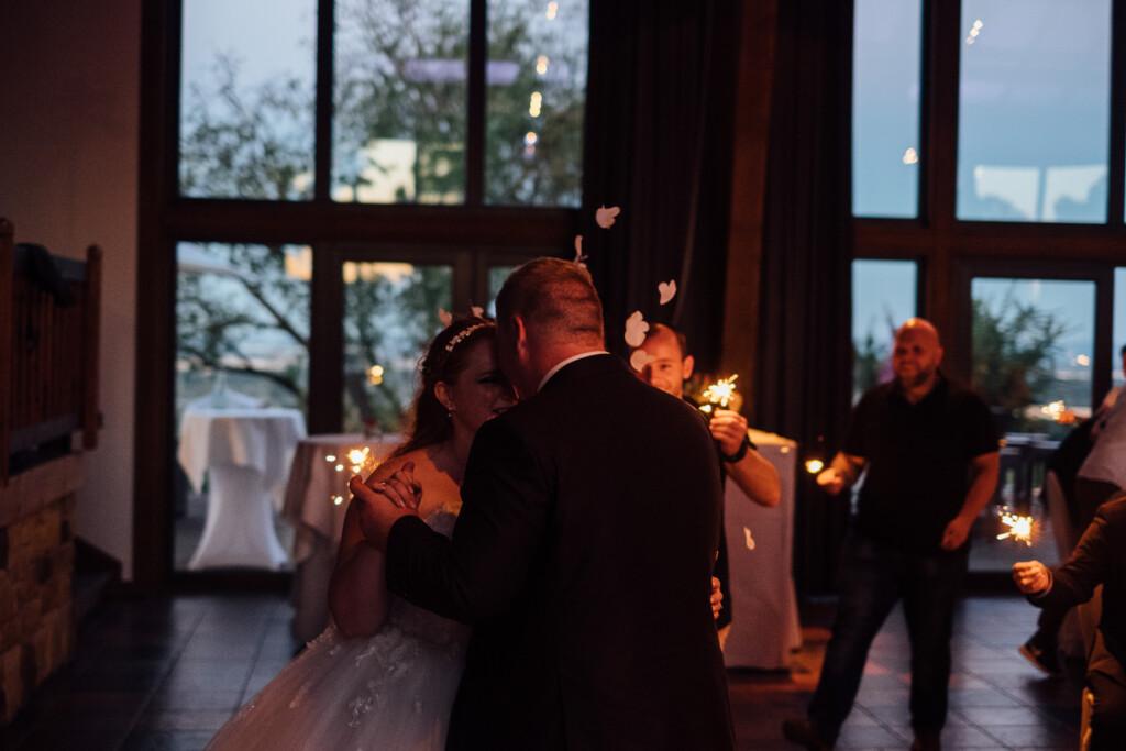 Hochzeitsfotograf Mainz Laubenheimer Höhe und Bingen Rochuskapelle Hochzeitsfotograf Mainz Laubenheimer Hoehe Kerstin Marcel Hochzeitsfotografie Bingen Rochuskappelle 101