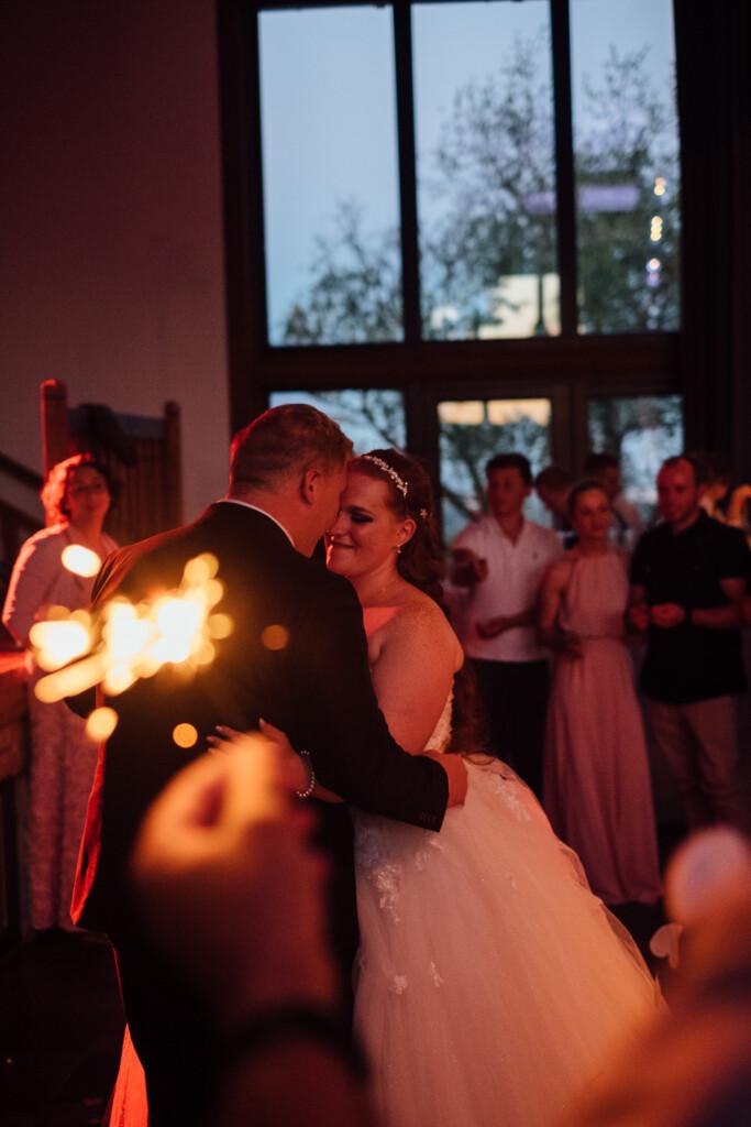 Hochzeitsfotograf Mainz Laubenheimer Höhe und Bingen Rochuskapelle Hochzeitsfotograf Mainz Laubenheimer Hoehe Kerstin Marcel Hochzeitsfotografie Bingen Rochuskappelle 102