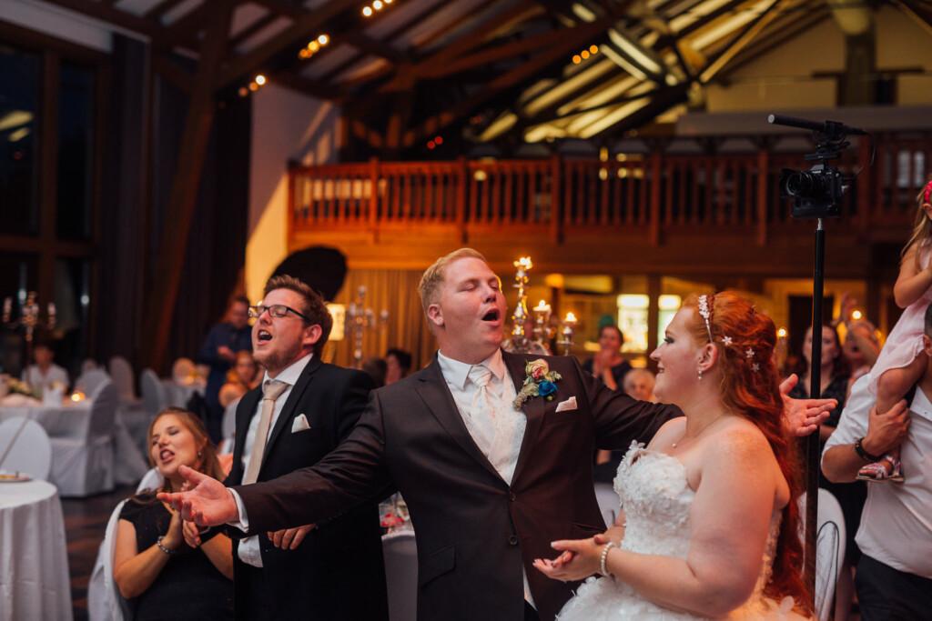 Hochzeitsfotograf Mainz Laubenheimer Höhe und Bingen Rochuskapelle Hochzeitsfotograf Mainz Laubenheimer Hoehe Kerstin Marcel Hochzeitsfotografie Bingen Rochuskappelle 111