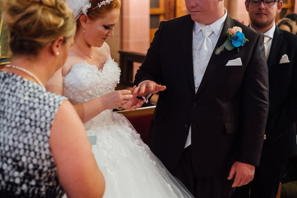 Hochzeitsfotograf Mainz Laubenheimer Höhe und Bingen Rochuskapelle Hochzeitsfotograf Mainz Laubenheimer Hoehe Kerstin Marcel Hochzeitsfotografie Bingen Rochuskappelle 33