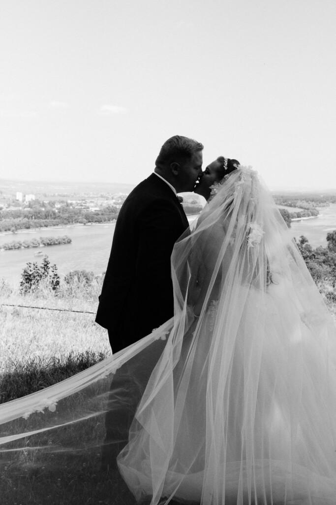 Hochzeitsfotograf Mainz Laubenheimer Höhe und Bingen Rochuskapelle Hochzeitsfotograf Mainz Laubenheimer Hoehe Kerstin Marcel Hochzeitsfotografie Bingen Rochuskappelle 50