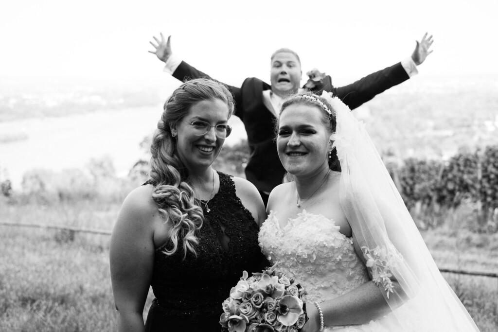 Hochzeitsfotograf Mainz Laubenheimer Höhe und Bingen Rochuskapelle Hochzeitsfotograf Mainz Laubenheimer Hoehe Kerstin Marcel Hochzeitsfotografie Bingen Rochuskappelle 52