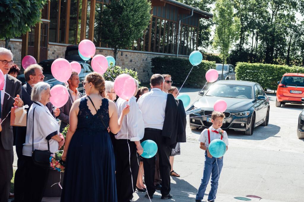 Hochzeitsfotograf Mainz Laubenheimer Höhe und Bingen Rochuskapelle Hochzeitsfotograf Mainz Laubenheimer Hoehe Kerstin Marcel Hochzeitsfotografie Bingen Rochuskappelle 61