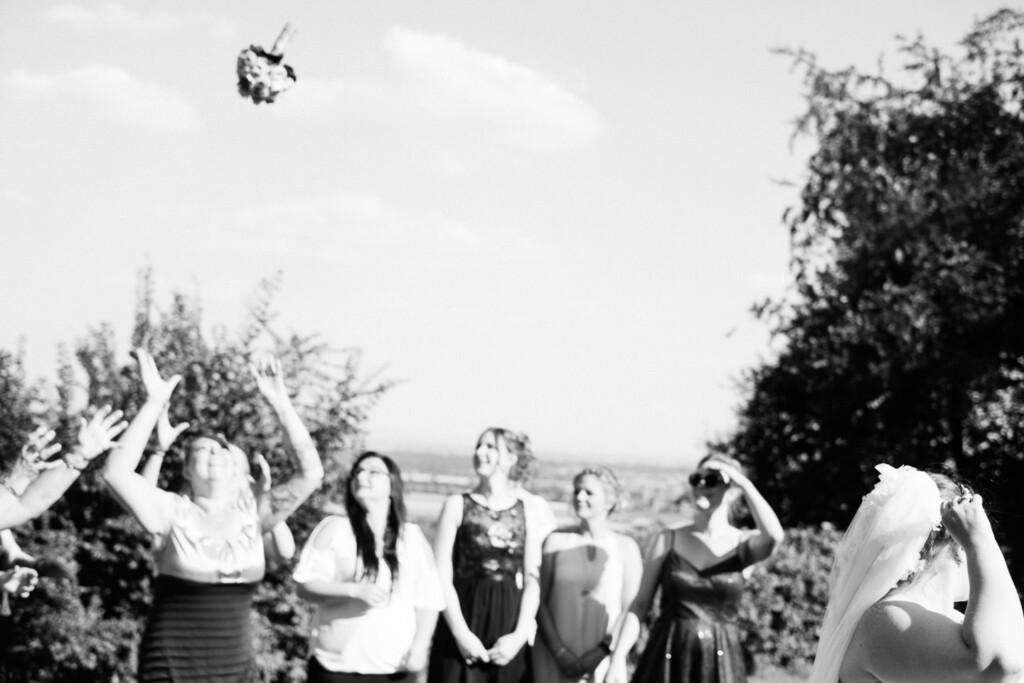 Hochzeitsfotograf Mainz Laubenheimer Höhe und Bingen Rochuskapelle Hochzeitsfotograf Mainz Laubenheimer Hoehe Kerstin Marcel Hochzeitsfotografie Bingen Rochuskappelle 72