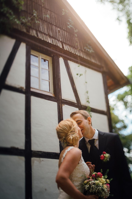 Hochzeitsfotograf Odenwald Burgruine Rodenstein Janina und Henrik Brautpaarportraits Hofgut Rodenstein mit BMW Oldtimer