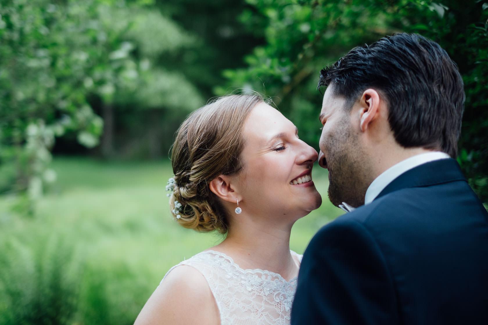 Hochzeitsfotograf Trauhochzeit in der Heidersbacher Muehle Nadine und Michael First Look Brautpaarportraits Paarfotos Hochzeitspaar