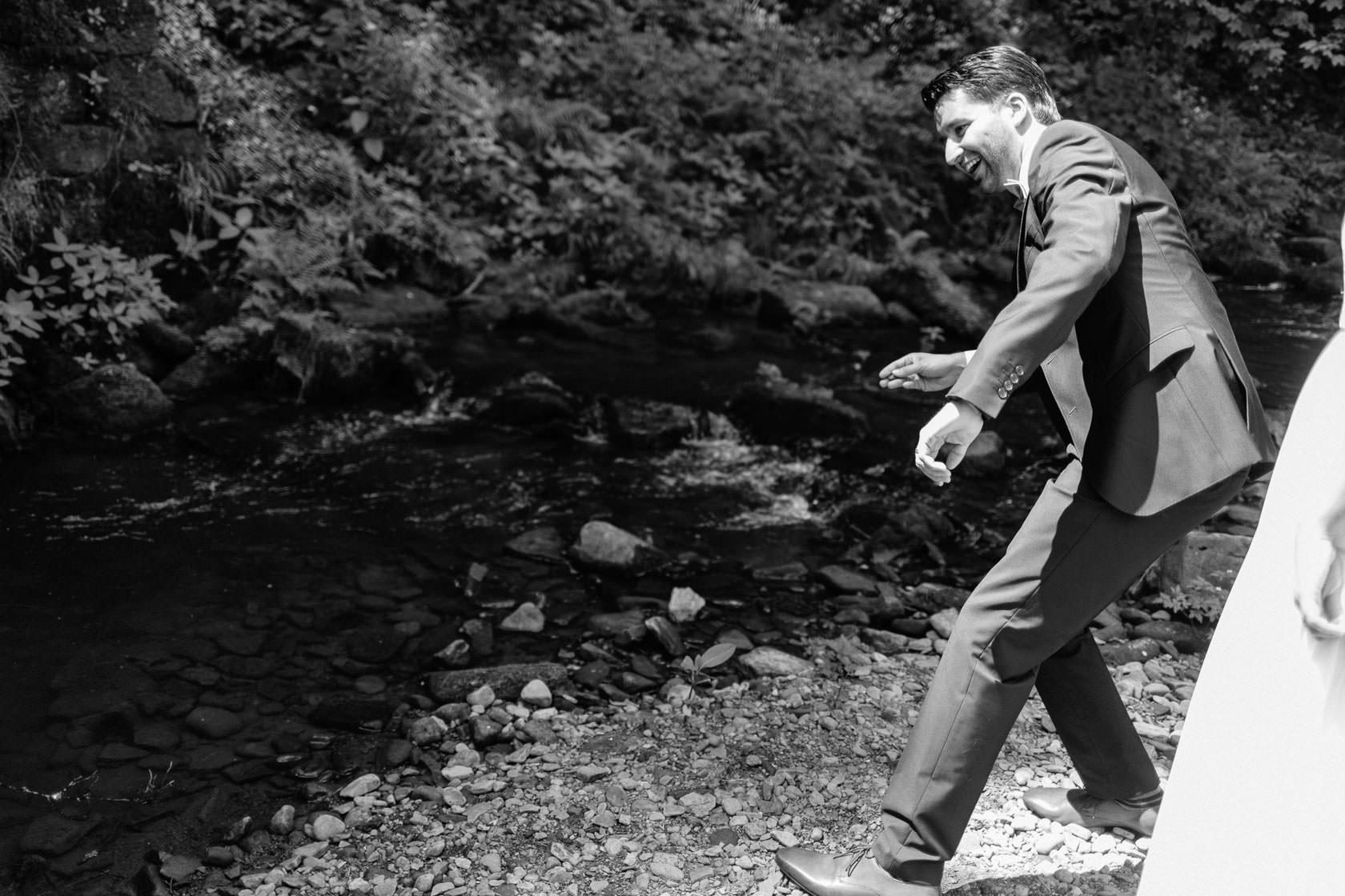 Hochzeitsfotograf Trauhochzeit in der Heidersbacher Muehle Nadine und Michael Natur Hochzeitsfotograf Trauhochzeit in der Heidersbacher Muehle Nadine und Michael Brautpaarportraits Paarfotos Hochzeitspaar Detailaufnahmen Blumen Hochzeitsringe