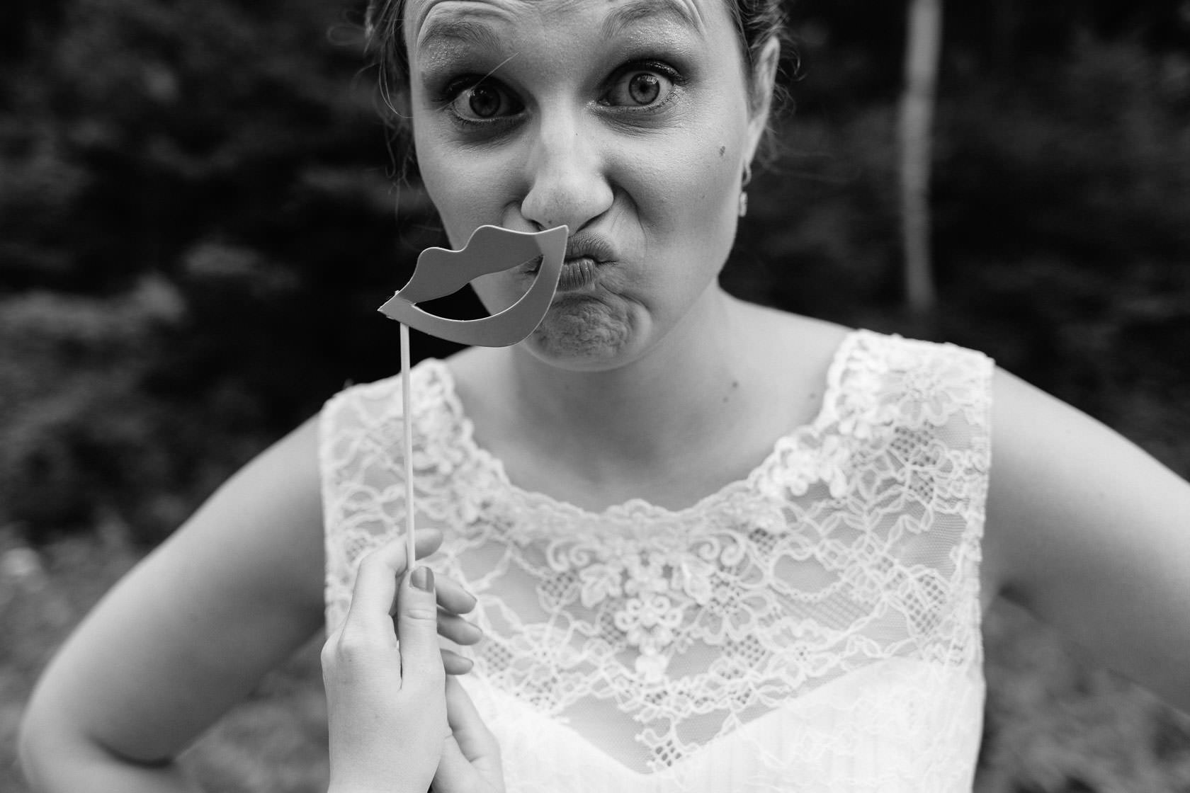 Hochzeitsfotograf Trauhochzeit in der Heidersbacher Muehle Nadine und Michael Natur Hochzeitsreportage Sommer Sonne Gewitter Freie Trauung Reportagefotografie Waghaeusel Mannheim Karlsrue Hochzeitsfotografie Hochzeitsfotos